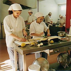 ofertas de trabajo de ayudante de cocina en segovia y las